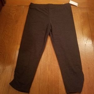 NWT SO Perfect Charcoal Gray Capri Leggings Medium